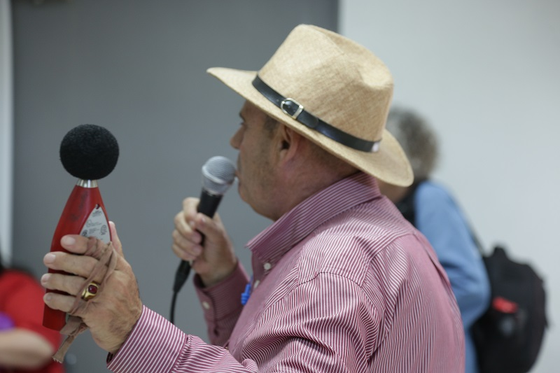 """מיקהל (מייק) מרינל מחברת """"שזטק"""", מסביר לקהל"""