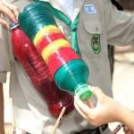 בקבוק ציבעוני לגזע העץ