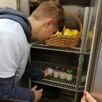 הכנסה של התוצרת למקרר